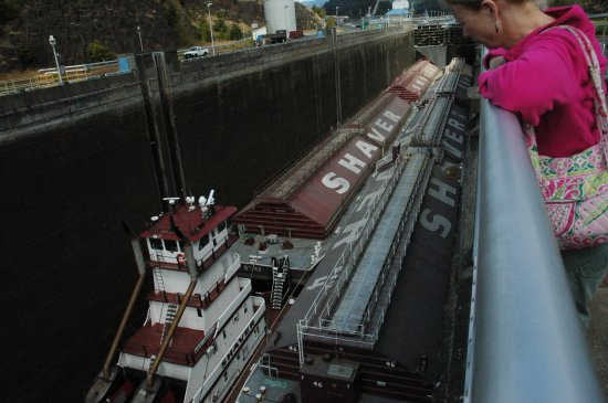 The barges enter the lock