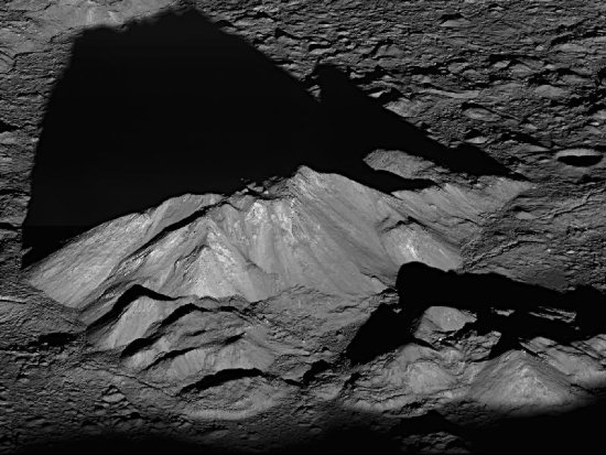 Central peak of Tycho crater