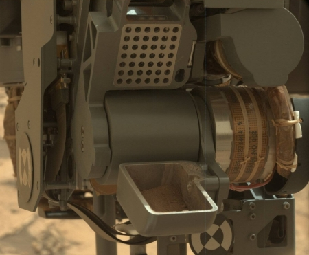Curiosity's sample retrieval system