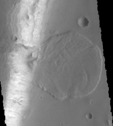 Avalanche pile on Mars
