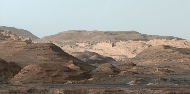 The first steps up Mount Sharp