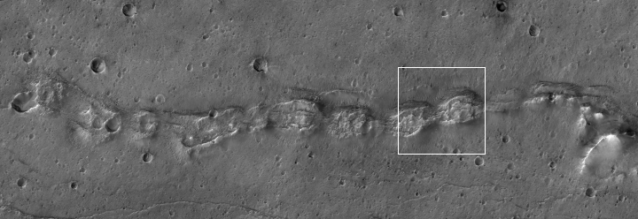 A Martian snake of collapsed hills