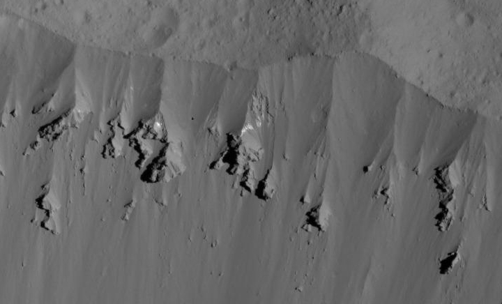 Landslides on rim of Occator Crater