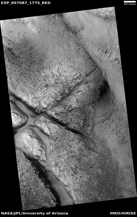 Fractures on Mars