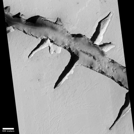 Crack in the Martian crust