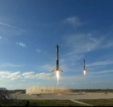 Both side boosters landing during the 1st Falcon Heavy launch