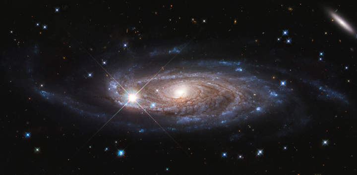 Giant spiral galaxy imaged by Hubble