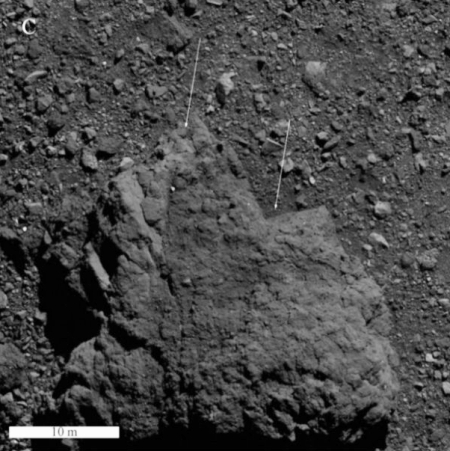 Boulder on Bennu with changes in layered texture changes