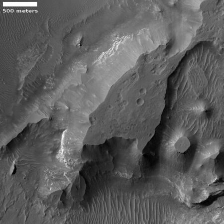 Martian plateaus and buttes