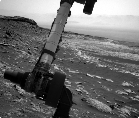 Curiosity looks out over Gale Crater