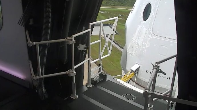 Crew access arm, the jetway, retracting