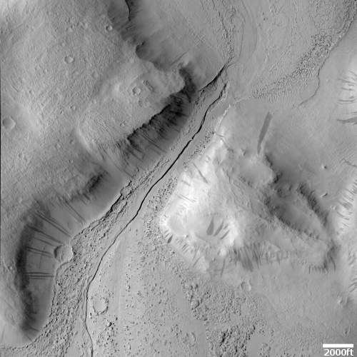 Knobs, streaks, and lava channels on Mars