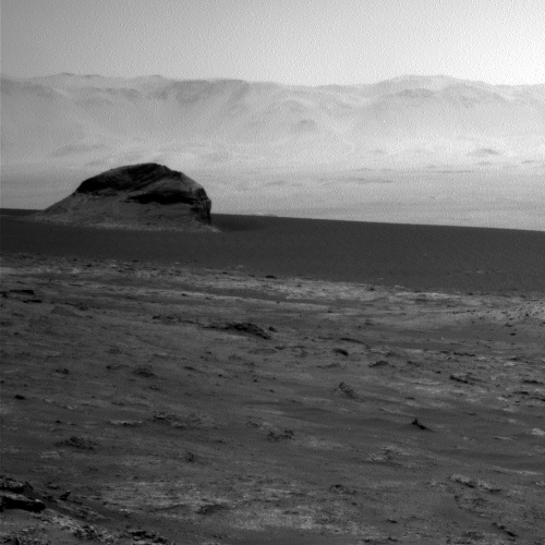 Curiosity's view across Gale Crater